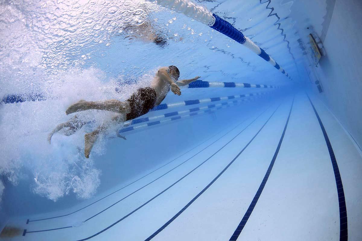 Limpieza de accesorios en piscinas - El Gato Limpieza